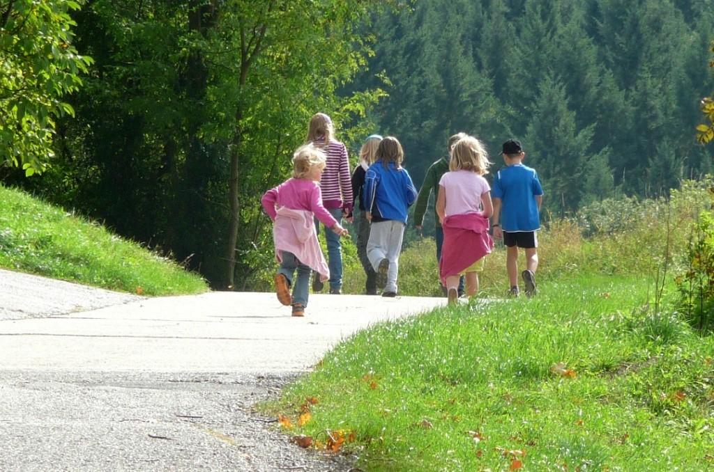Di estate all'aperto, bambini e sicurezza: braccialetti identificativi