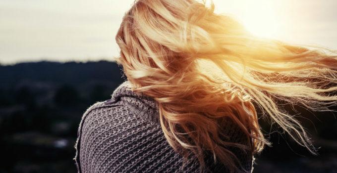 Shampoo secco bio e naturale: guida all'acquisto e al fai da te