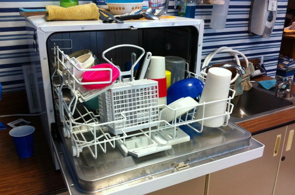 Brillantante lavastoviglie : cos'è , come funziona & alternative naturali